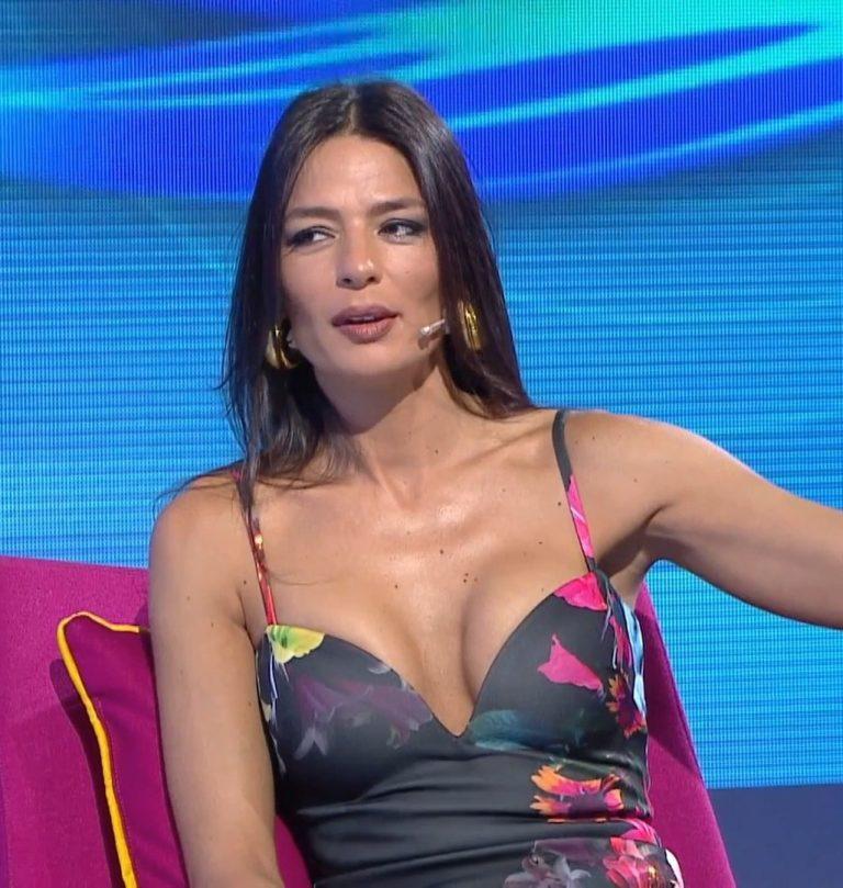 Güzel sunucu Asuman Krause katıldığı programa göğüs dekolteli sexy elbisesi ile damga vurdu. Foto galeriyi görüntülemek için tıklayın.