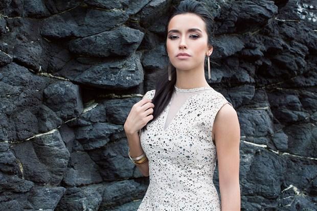 Başarılı türk pop şarkıcısı Tuğba Yurt güzelliğiyle dikkat çekmeye devam ediyor, Foto galeriyi görüntülemek için tıklayın.