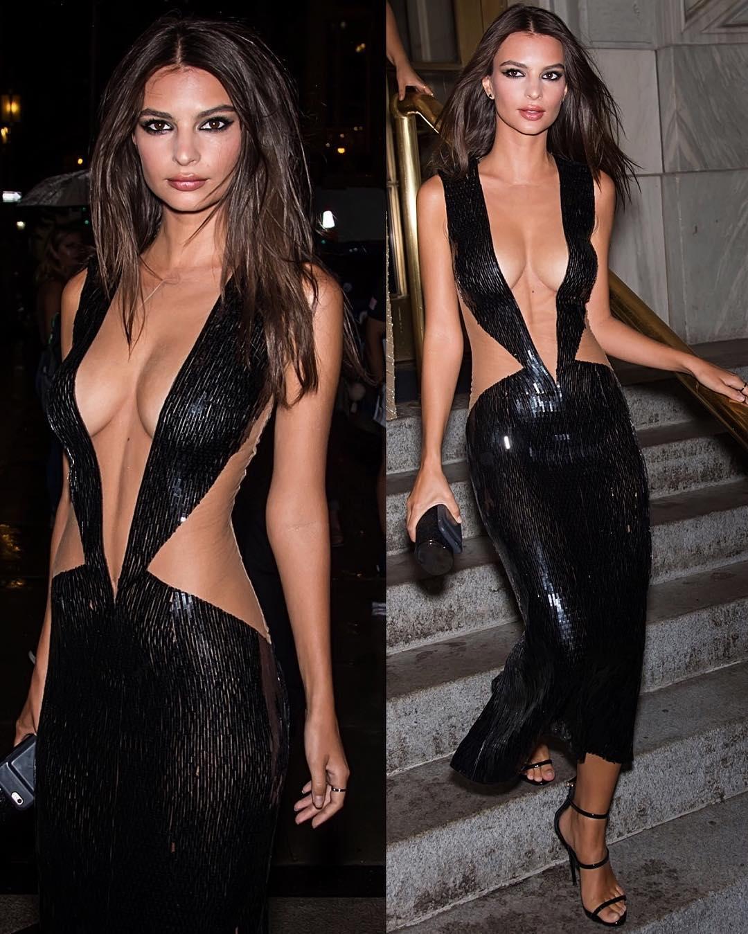 Dünyaca ünlü model Emily Ratajkowski aşırı sexy göğüs dekolteli siyah elbisesi ile yürekleri hoplattı. HD foto galeriyi görüntülemek için buraya tıklayın.