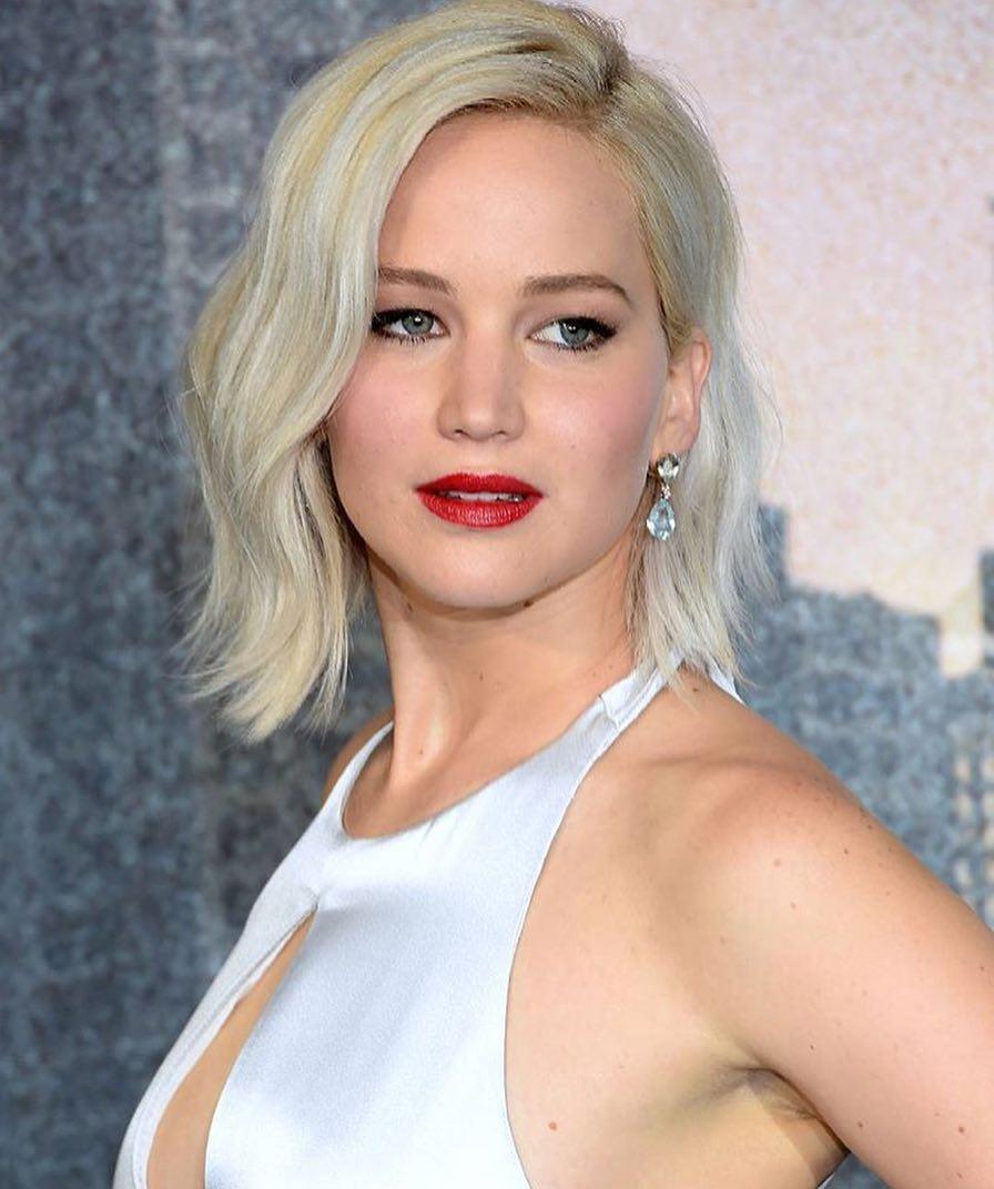 Dünyaca ünlü başarılı ve güzel oyuncu Jennifer Lawrence telefonundan çalınan çıplak pozlarının yayınlanmasıyla neye uğradığını şaşırdı.