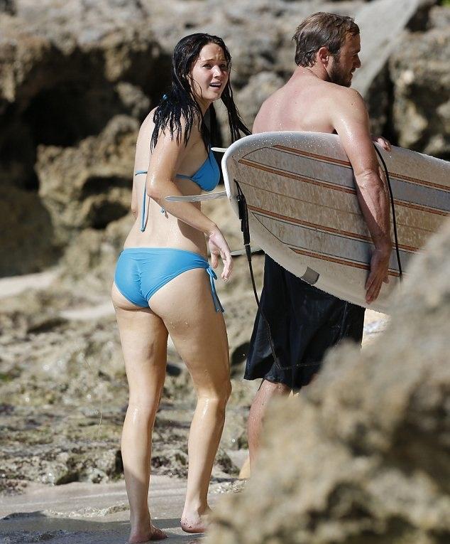 Dünyaca ünlü başarılı ve güzel oyuncu Jennifer Lawrence seksi mavi bikinisi ile yürek hoplattı. HD foto galeriyi görüntülemek için buraya tıklayın.