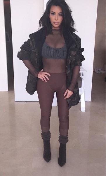 Güzel ve başarılı top model Kim Kardashian sexy transparan kıyafeti ile çok cesur pozlar verdi. Foto galeriyi görüntülemek için buraya tıklayın.