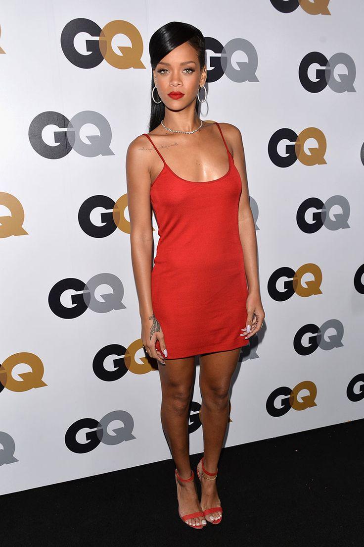 Dünyaca ünlü başarılı şarkıcı Rihanna katıldığı geceye sexy mini kırmızı elbisesi ile damga vurdu. Foto galeriyi görüntülemek için buraya tıklayın.