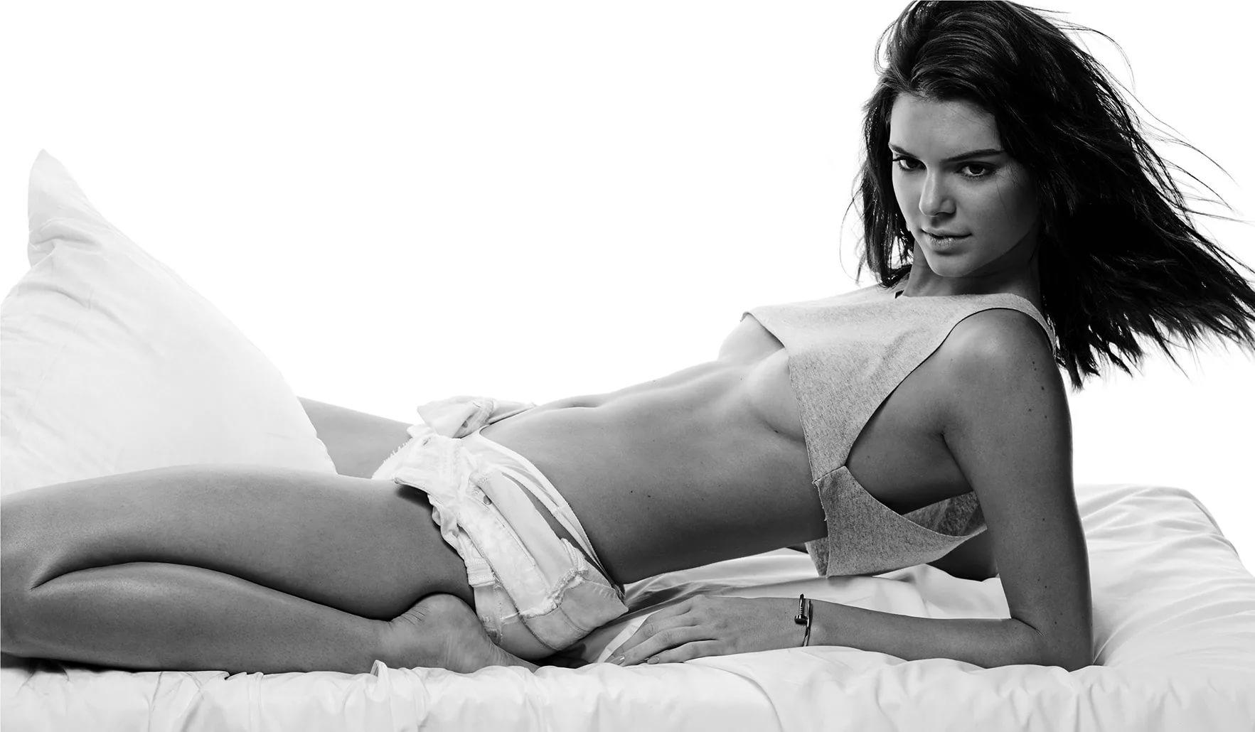 Başarılı ve güzel model Kendall Jenner verdiği sexy cesur pozlarla çok konuşulacak. HD foto galeriyi görüntülemek için buraya tıklayın.