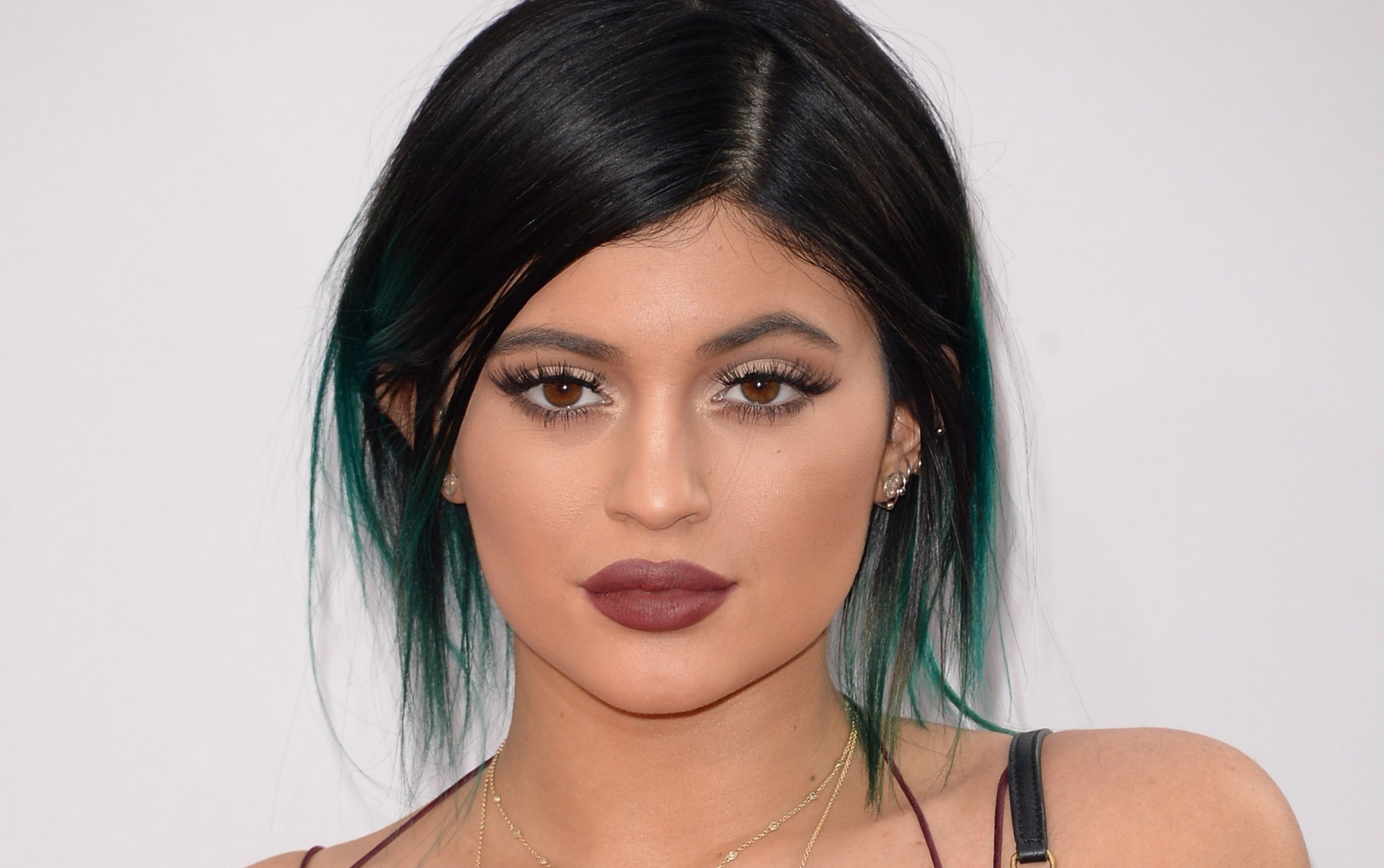 Sexy ve güzel model Kylie Jenner'in en güzel hd resimlerinin yer aldığı foto galerisini görüntülemek için buraya tıklayın.