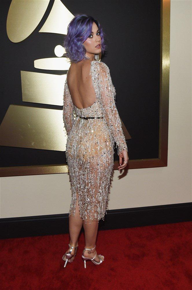Başarılı şarkıcı Katy Perry sexy transparan elbisesi ve güzelliğiyle katıldığı ödül törenine damga vurdu. En seksi giyinen ünlü kadınların resimleri için tıklayın
