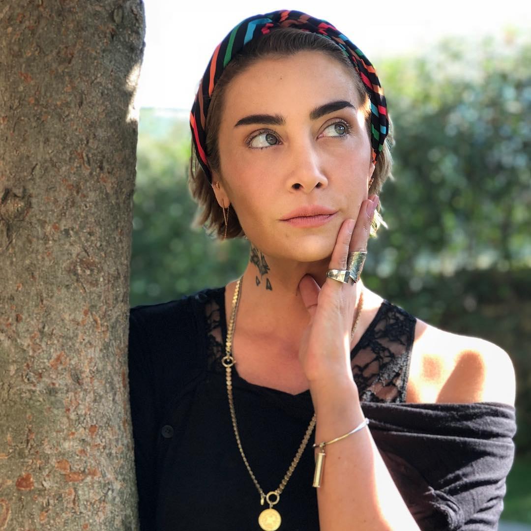 Güzel Türk şarkıcı Sıla'nın en güzel HD resimlerinin yer aldığı foto galeriyi görüntülemek için tıklayın. Ünlülerin cesur ve seksi Instagram paylaşımları.