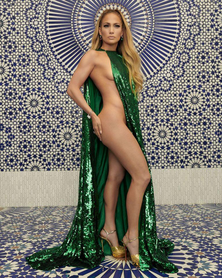 Jennifer Lopez sexy yarı çıplak +18 pozları nefes kesti.