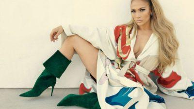 Jennifer Lopez Olay Yaratan Pozlar Verdi
