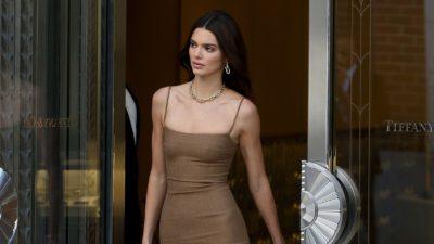 Kendall Jenner Sexy Fiziğiyle Dikkat Çekti